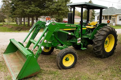 Comment assurer un engin agricole?